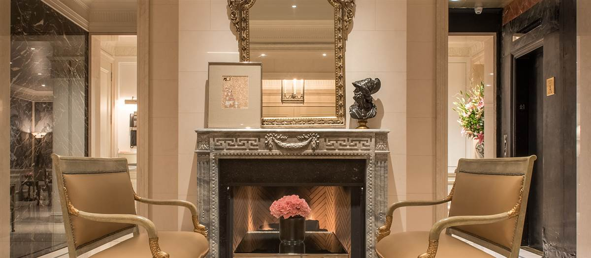 Lobby Fireplace Lounge