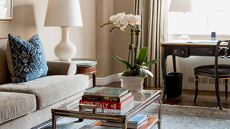 Luxury accommodation nyc rooms suites the lowell hotel for Hotels that offer 2 bedroom suites